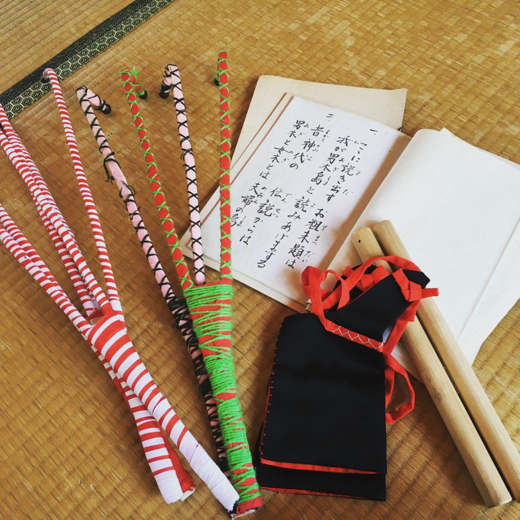男木島夏祭りの台本、太鼓のバチ、手ホイ、金を打つバチ。お隣のおじいちゃんから譲っていただいた。