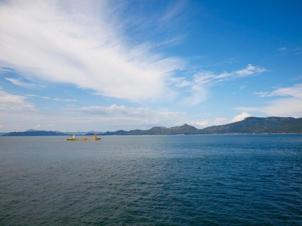 灯台に登って、海の方を撮影してみました。瀬戸内海、綺麗。