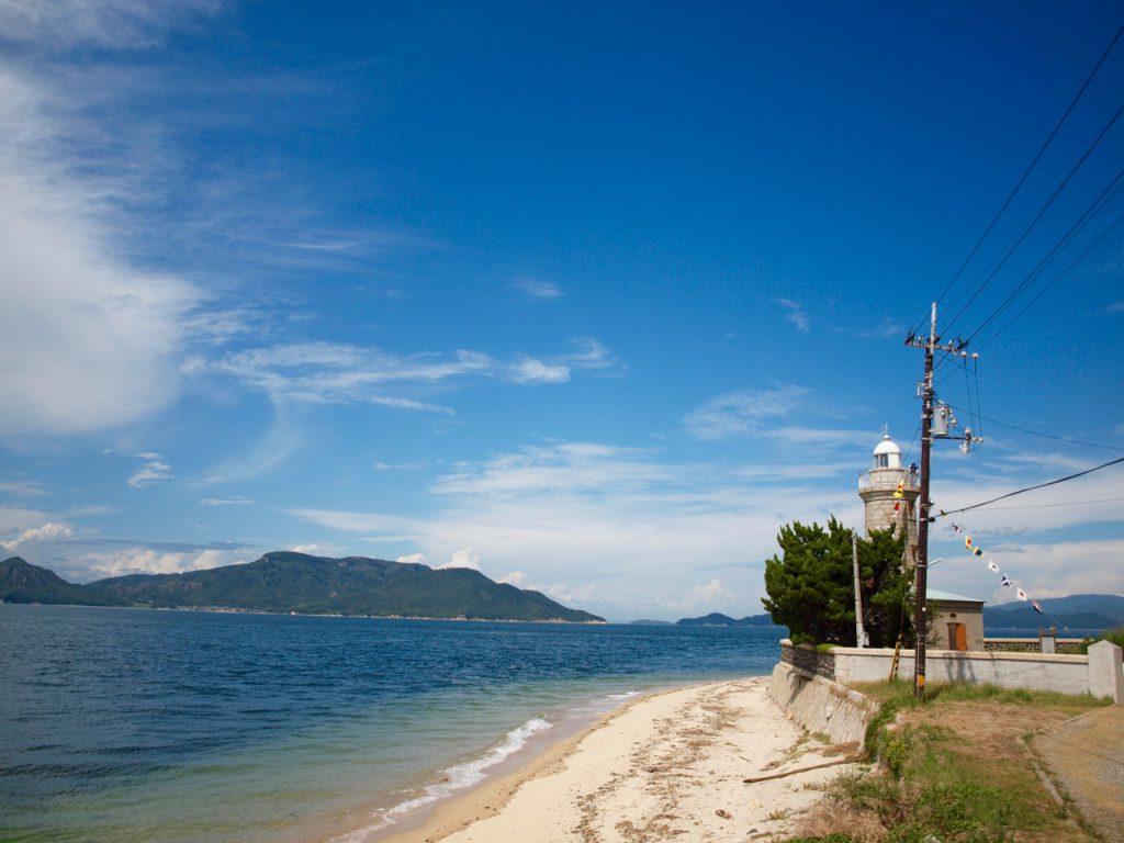 南東側から見た男木島灯台。