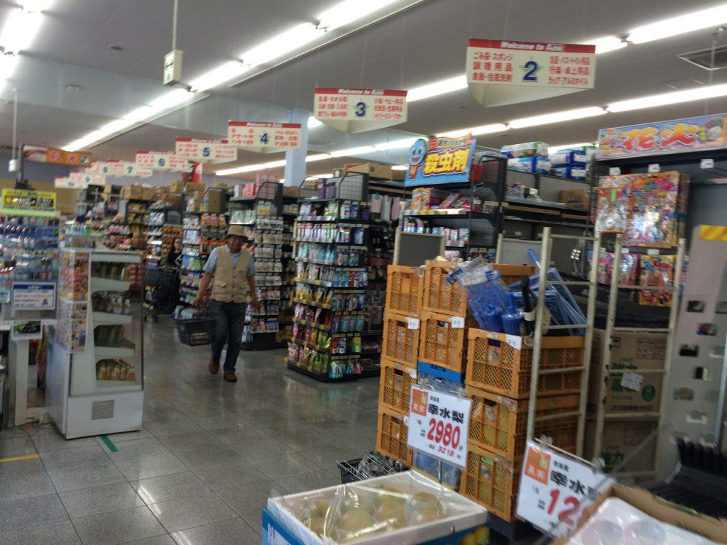 高松の港についてから徒歩3分くらいのところにあるスーパー。JR高松駅に隣接しているスーパーなだけあって大きいです。